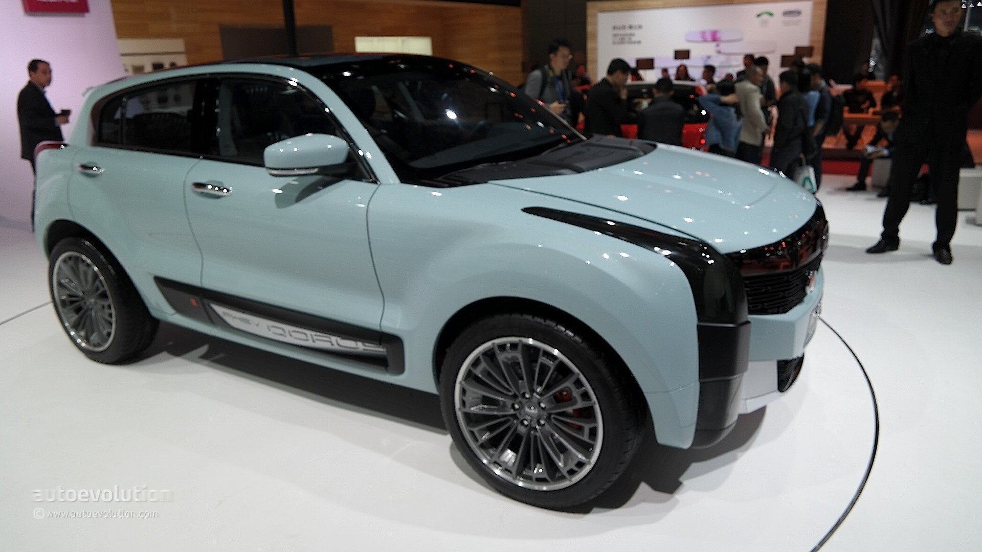qoros 2 hybrid crossover concept resembles a cadillac nissan gt r mix in shanghai autoevolution. Black Bedroom Furniture Sets. Home Design Ideas