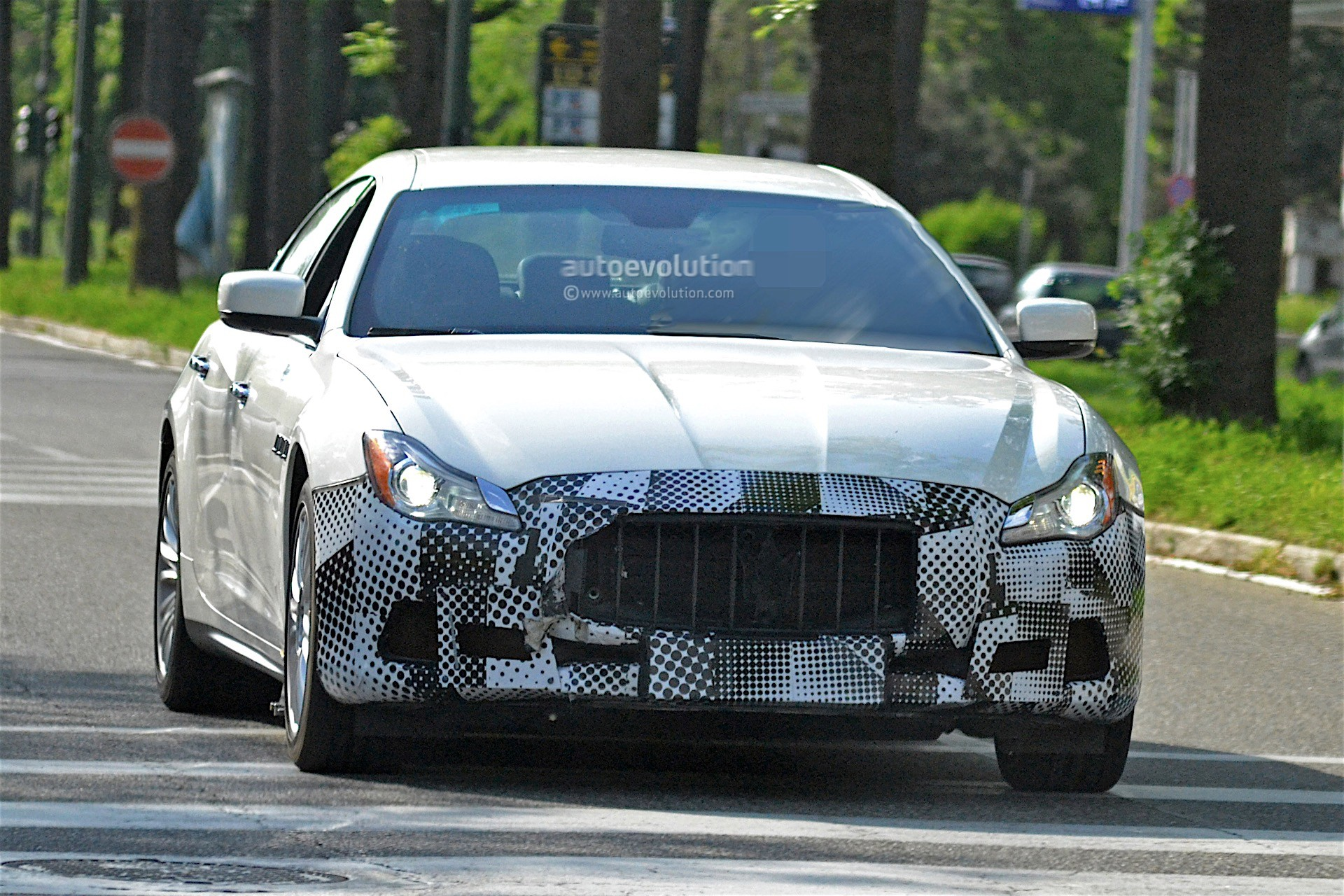 maserati testing 2017 quattroporte facelift with less disguise autoevolution. Black Bedroom Furniture Sets. Home Design Ideas