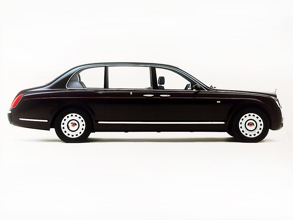 Queen Elizabeth Bentley State Limousine >> Queen Elizabeth Snitched To Police For Not Wearing Seat Belt in Her Bentley - autoevolution