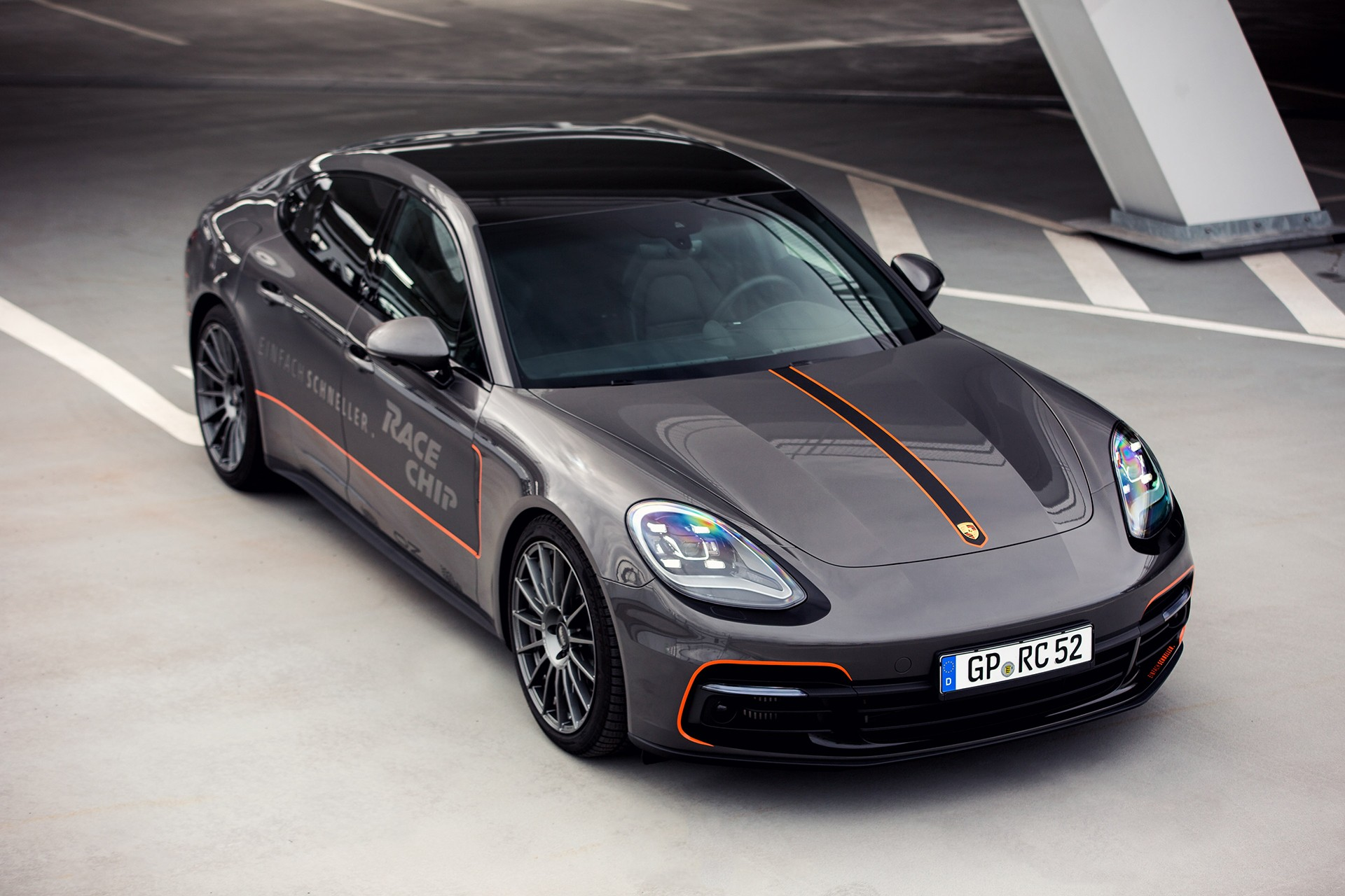 racechip tunes the porsche panamera 4s diesel to a. Black Bedroom Furniture Sets. Home Design Ideas