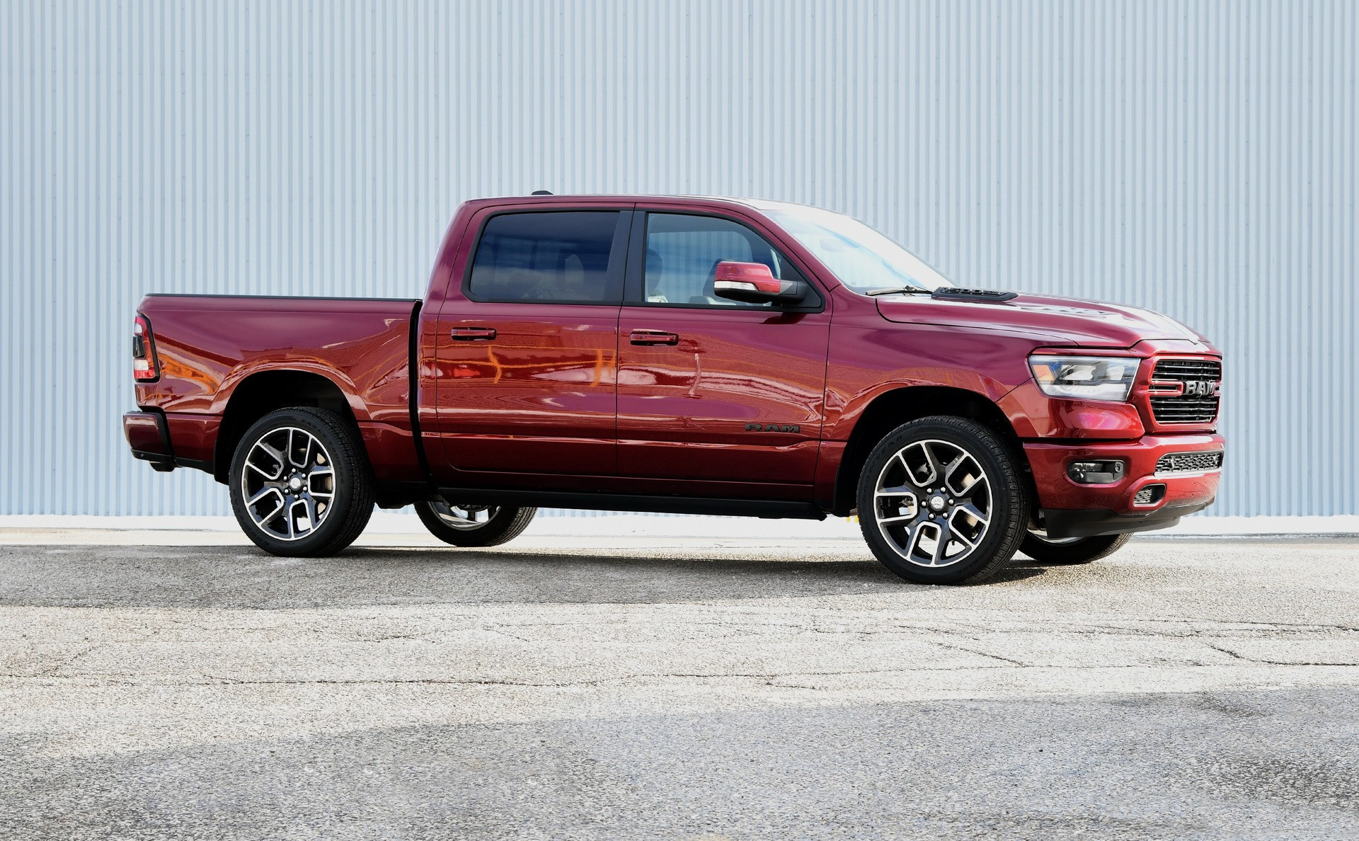 canada only 2019 ram 1500 sport ticks all the right boxes autoevolution. Black Bedroom Furniture Sets. Home Design Ideas