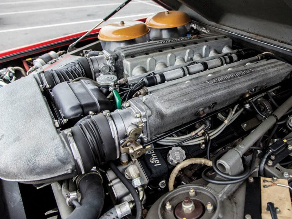 7,2-литровый V12 двигатель Lamborghini LM002