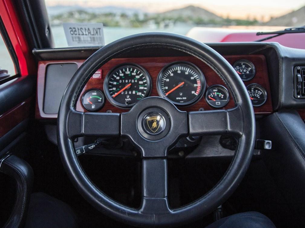 Руль Lamborghini LM002