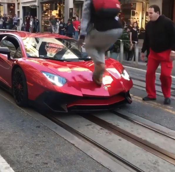 Nice Guy Walks Over Lamborghini Aventador SV In San Francisco ...