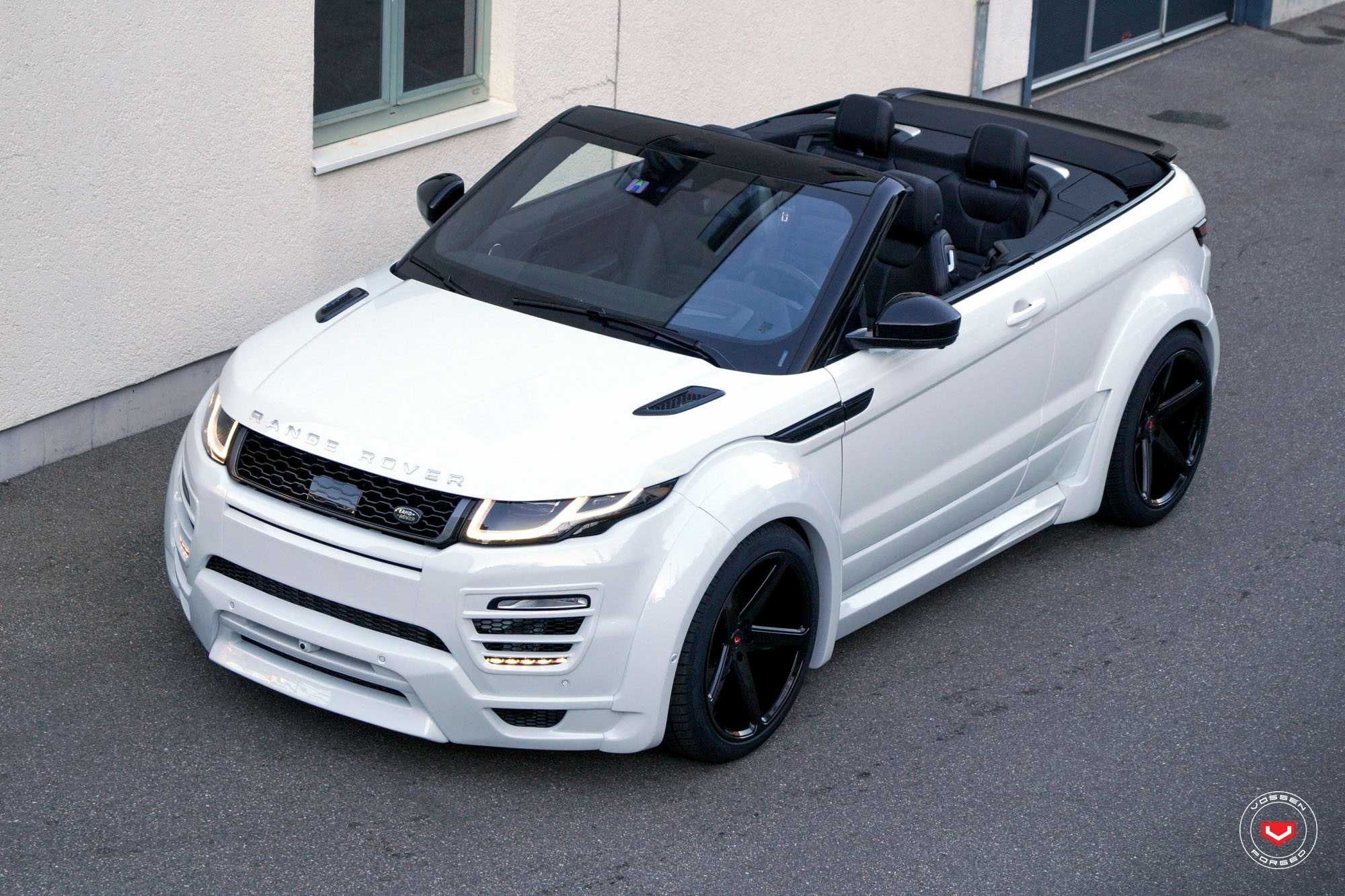 range rover evoque cabrio with widebody kit rides on vossen wheels autoevolution. Black Bedroom Furniture Sets. Home Design Ideas