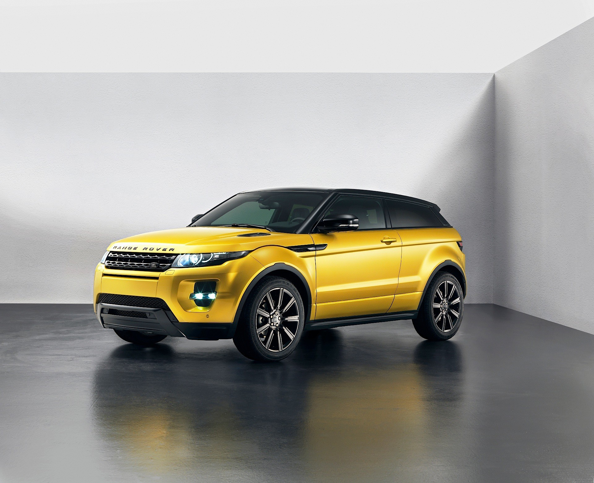 range rover evoque coupe discontinued forever autoevolution. Black Bedroom Furniture Sets. Home Design Ideas