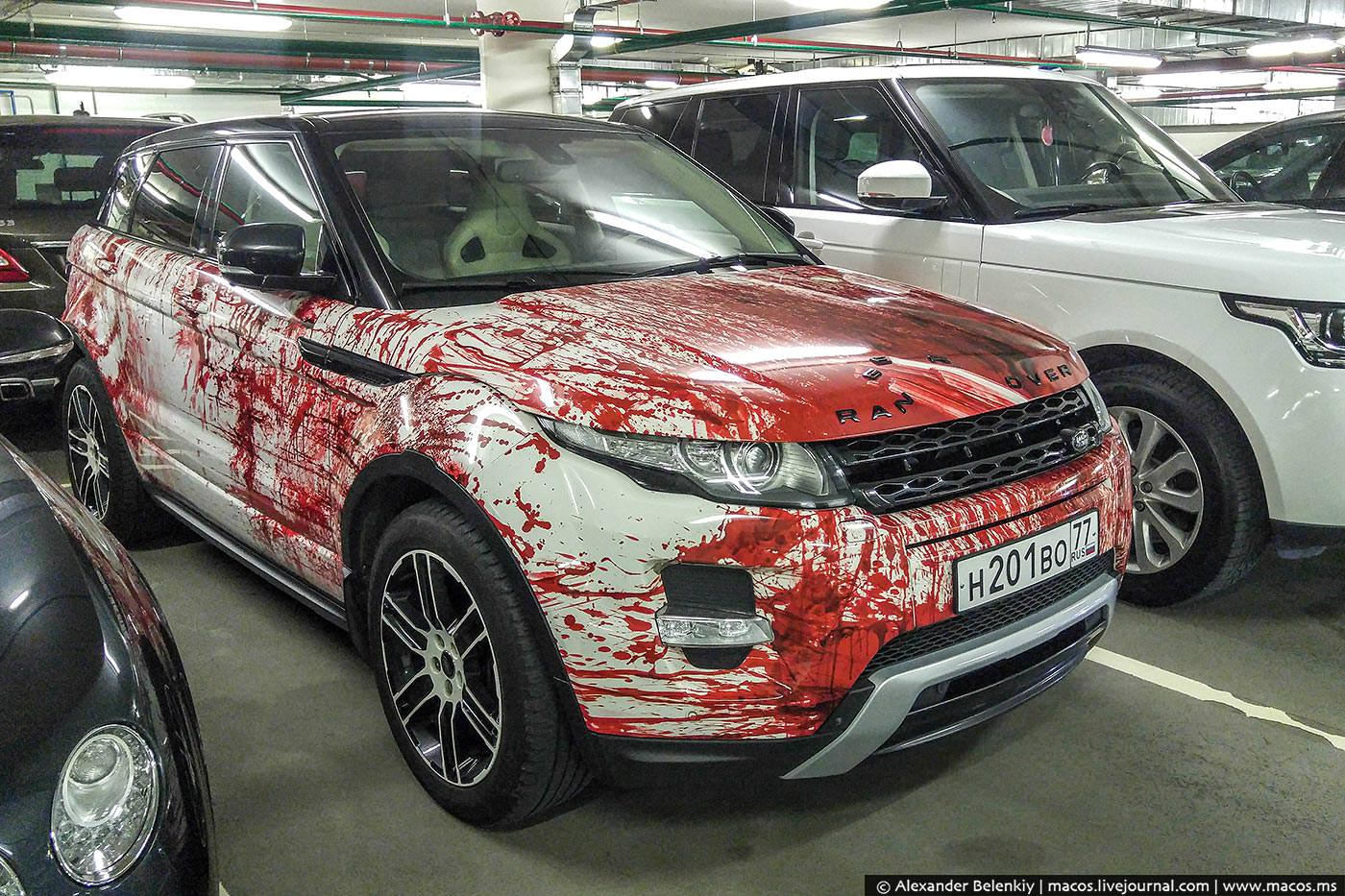 range rover evoque gets bloody makeover in russia as halloween costume autoevolution. Black Bedroom Furniture Sets. Home Design Ideas