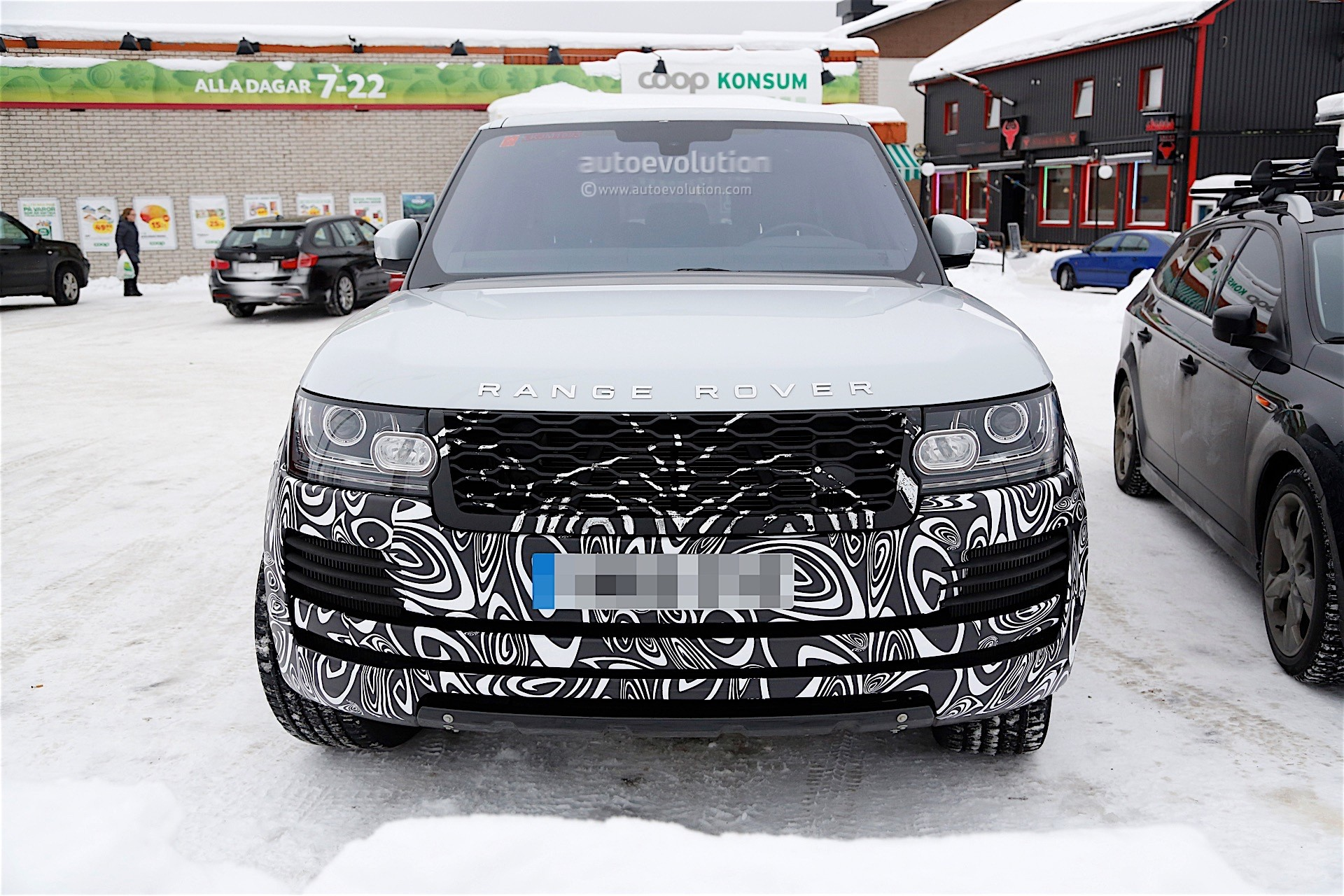 Range Rover Facelift Spy Shots