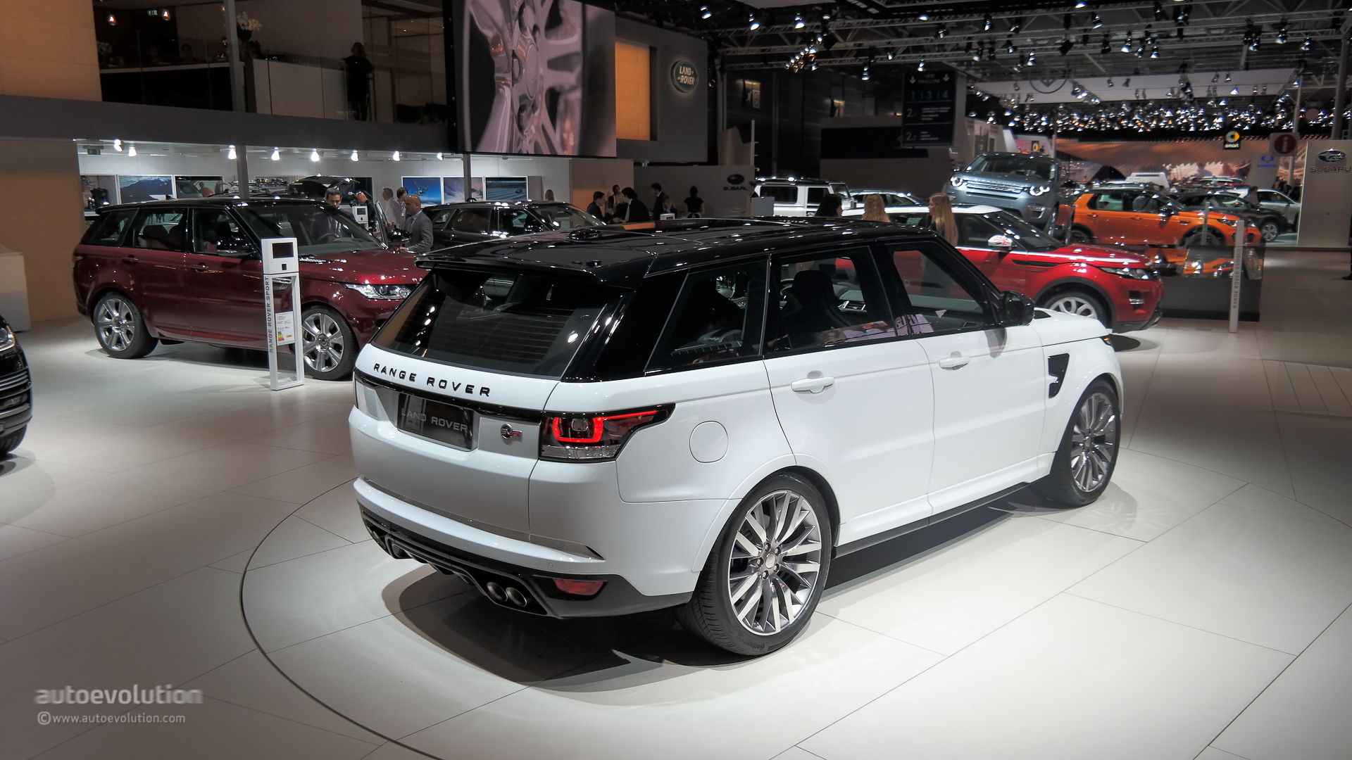 Range Rover Sport Svr Brings Its Supercharged V8 To Paris