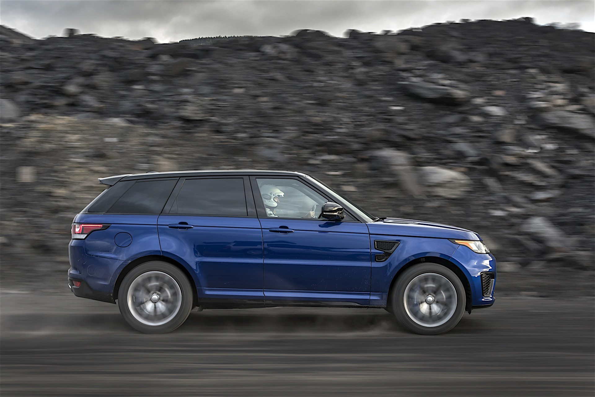 range rover sport svr official test reveals acceleration times on all surfaces autoevolution. Black Bedroom Furniture Sets. Home Design Ideas