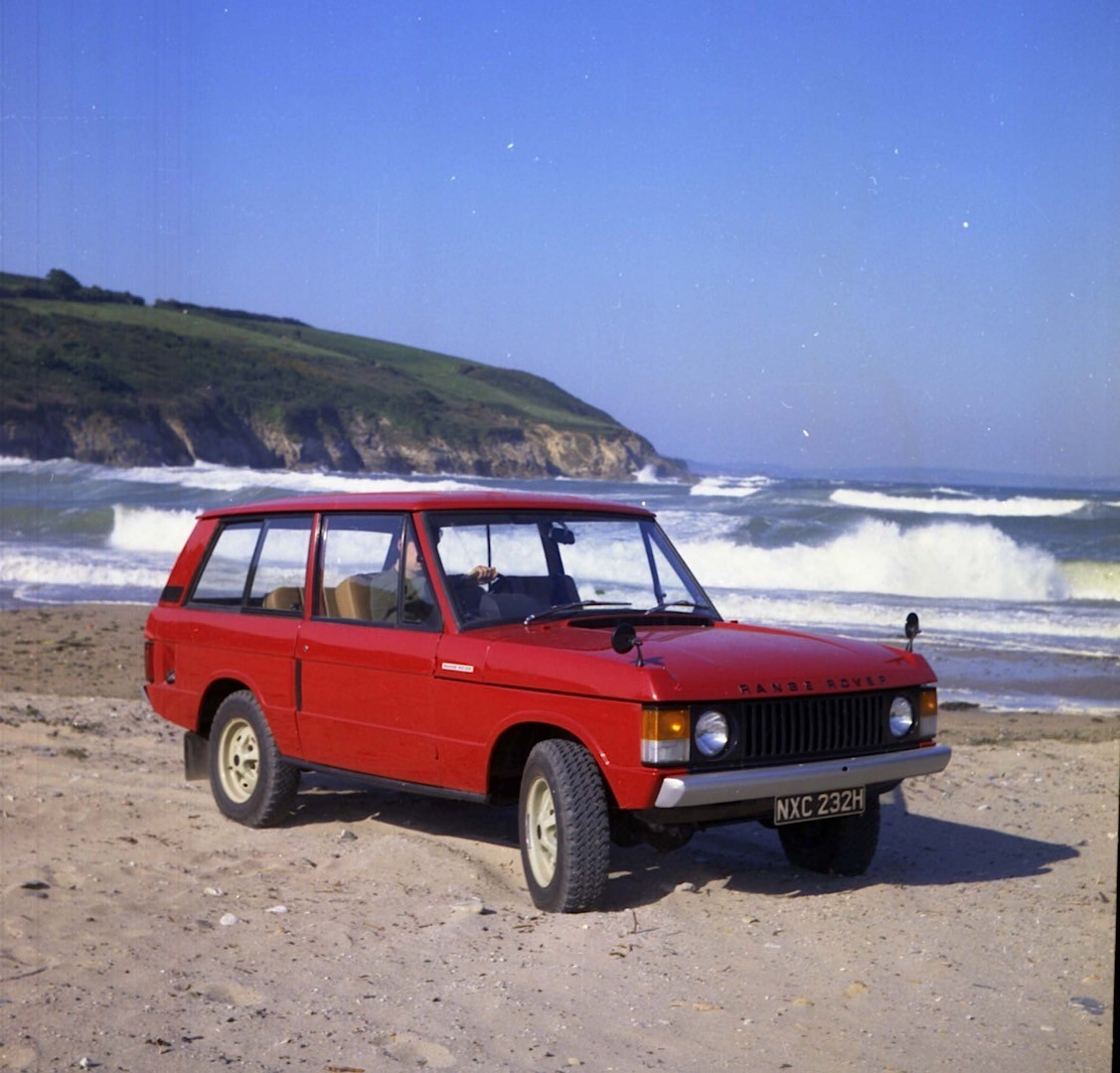 https://s1.cdn.autoevolution.com/images/news/gallery/range-rover-suv-celebrates-its-45th-birthday-today-land-rover-must-be-proud-photo-gallery_3.jpg