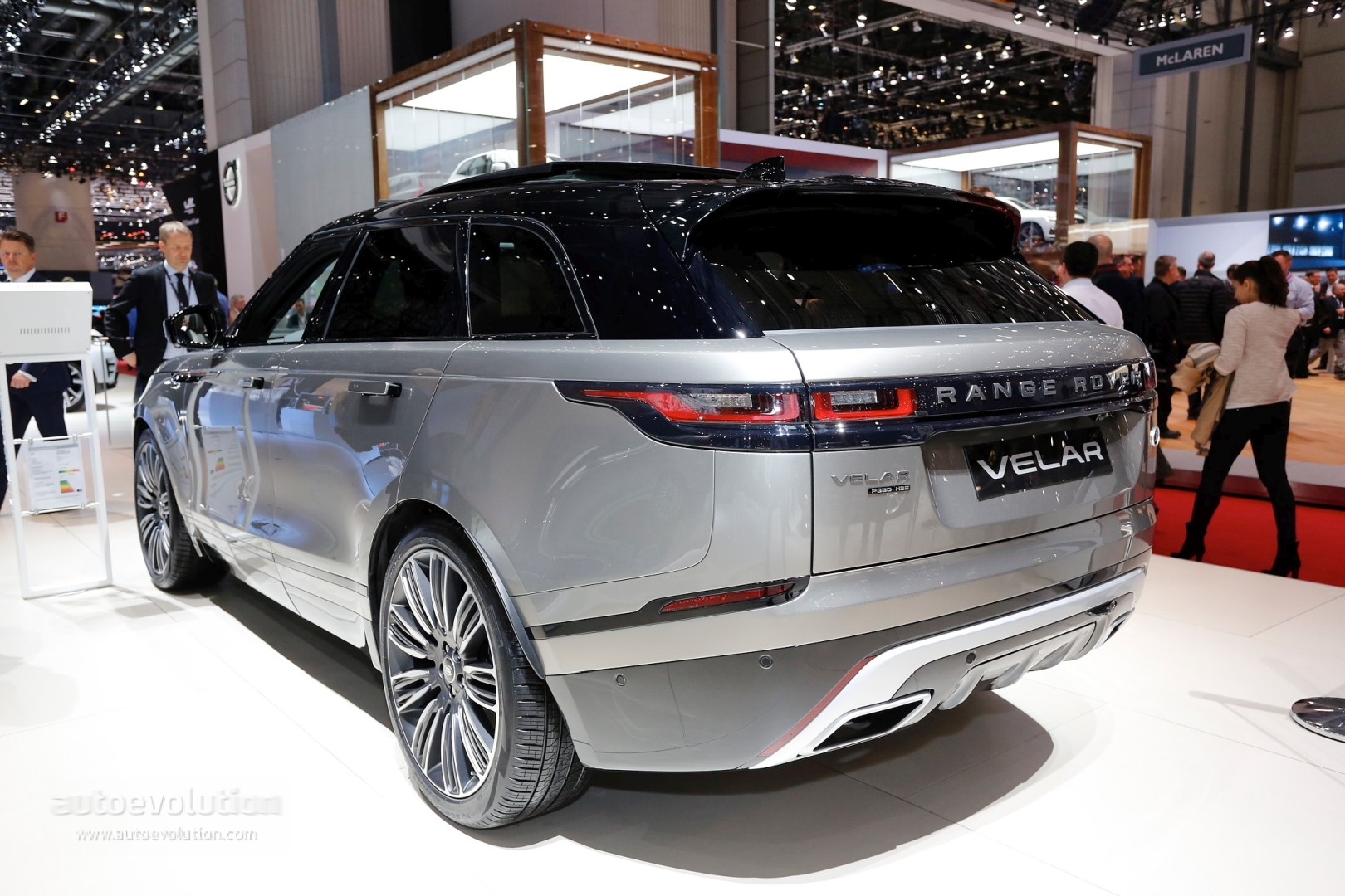 range rover velar costs range rover sport money in geneva feels lavish autoevolution. Black Bedroom Furniture Sets. Home Design Ideas