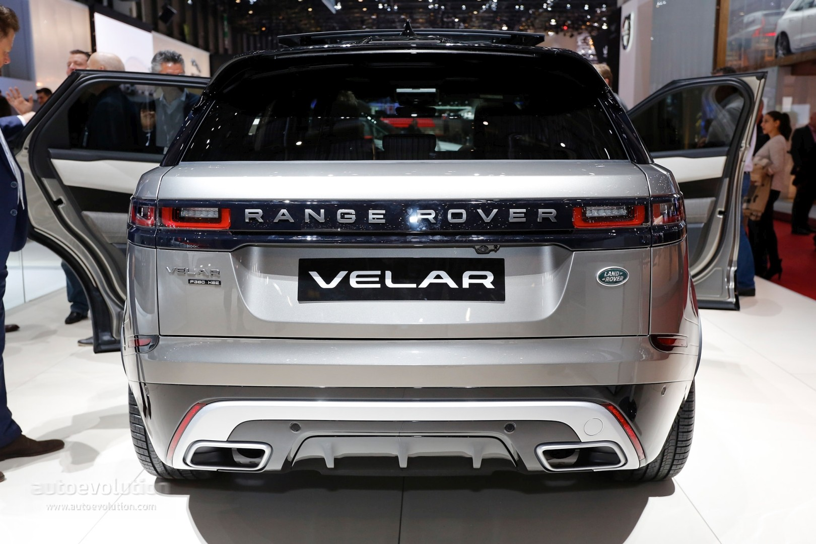 range rover velar convertible rendering looks like a luxury boat autoevolution. Black Bedroom Furniture Sets. Home Design Ideas