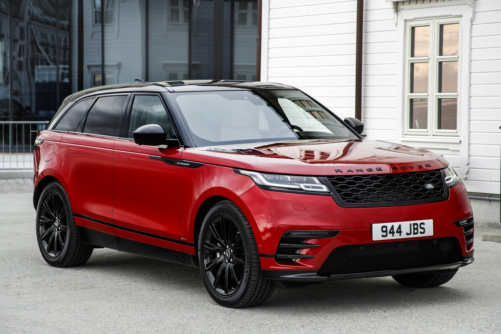 the red suv you want range rover velar r dynamic hse black pack autoevolution. Black Bedroom Furniture Sets. Home Design Ideas