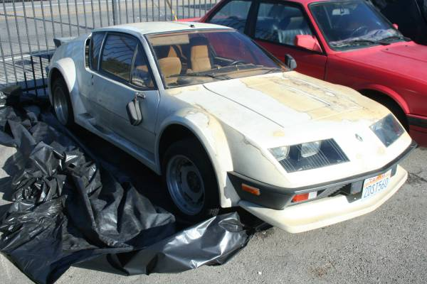 rare alpine a310 awaiting an owner in la autoevolution. Black Bedroom Furniture Sets. Home Design Ideas