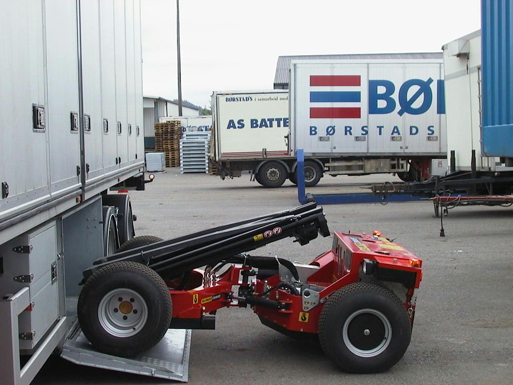 Collapsible Rc Forklift Is Carried Under A Truck Palfinger Crayler Bm 214 Autoevolution