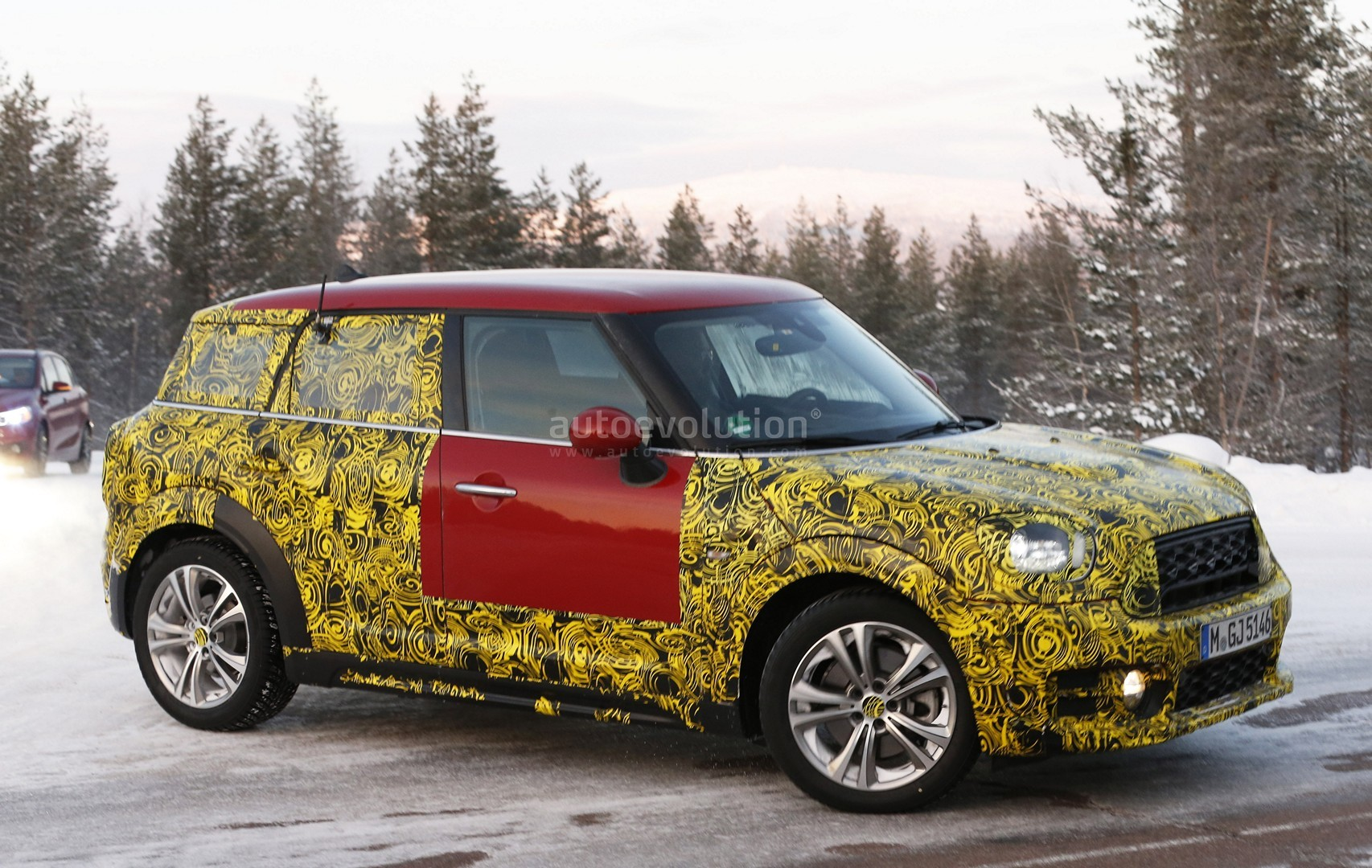 red 2017 mini countryman shows larger trunk opening head. Black Bedroom Furniture Sets. Home Design Ideas