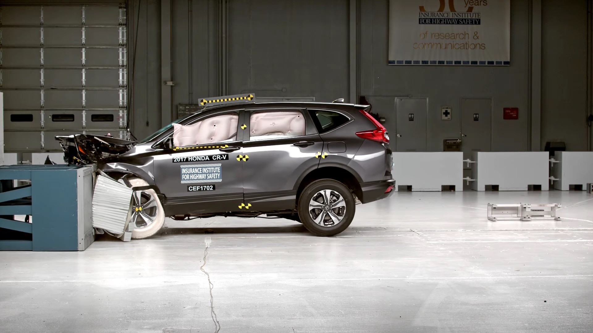 2017 honda cr v crashes its way to iihs top safety pick for Iihs honda crv
