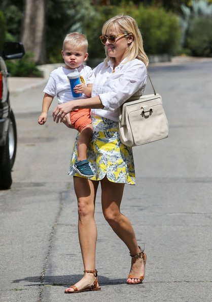 Reese Witherspoon Takes Tennessee To Baby Class In Her