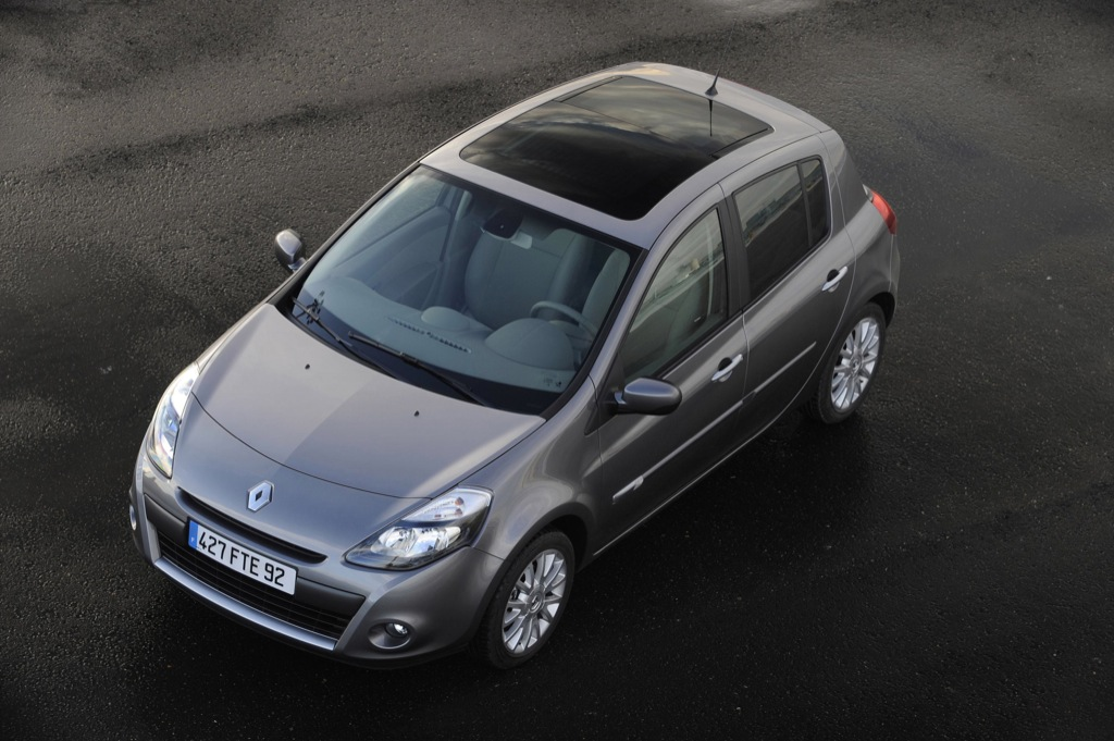 renault clio hatchback and estate ready for launch autoevolution. Black Bedroom Furniture Sets. Home Design Ideas