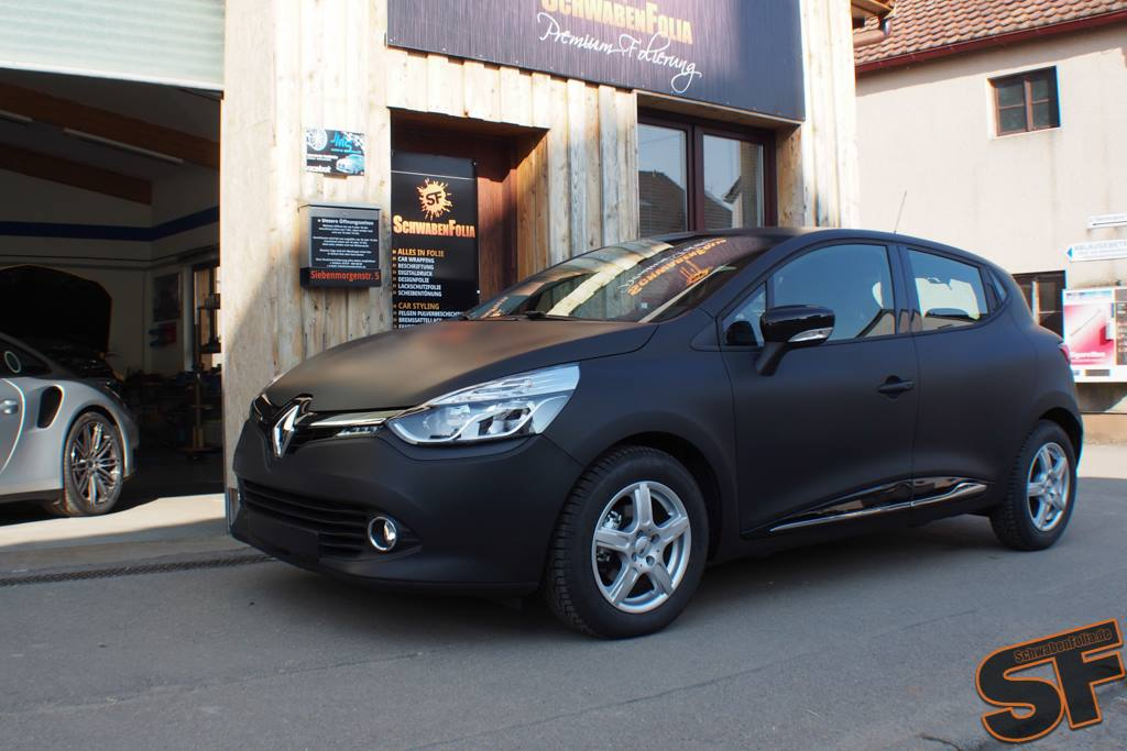 Renault Clio in Matte Black: the French Batmobile ...