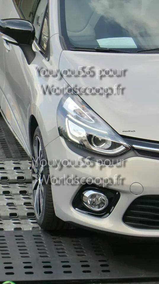 renault clio initiale paris first photos french premium label to debut in september autoevolution. Black Bedroom Furniture Sets. Home Design Ideas