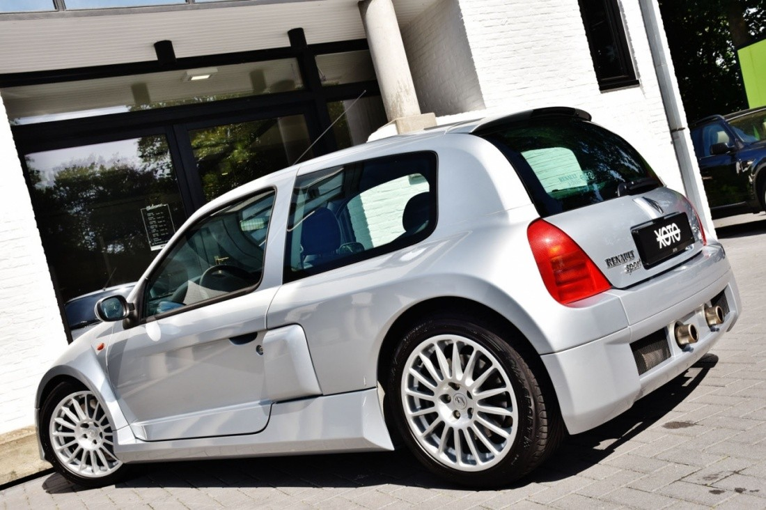 renault clio v6 rs in pristine condition could be yours. Black Bedroom Furniture Sets. Home Design Ideas