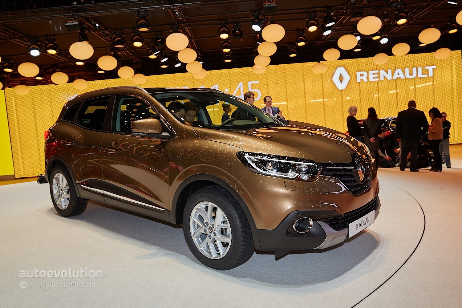 renault kadjar crossover shows disappointing interior at geneva 2015 video live photos. Black Bedroom Furniture Sets. Home Design Ideas