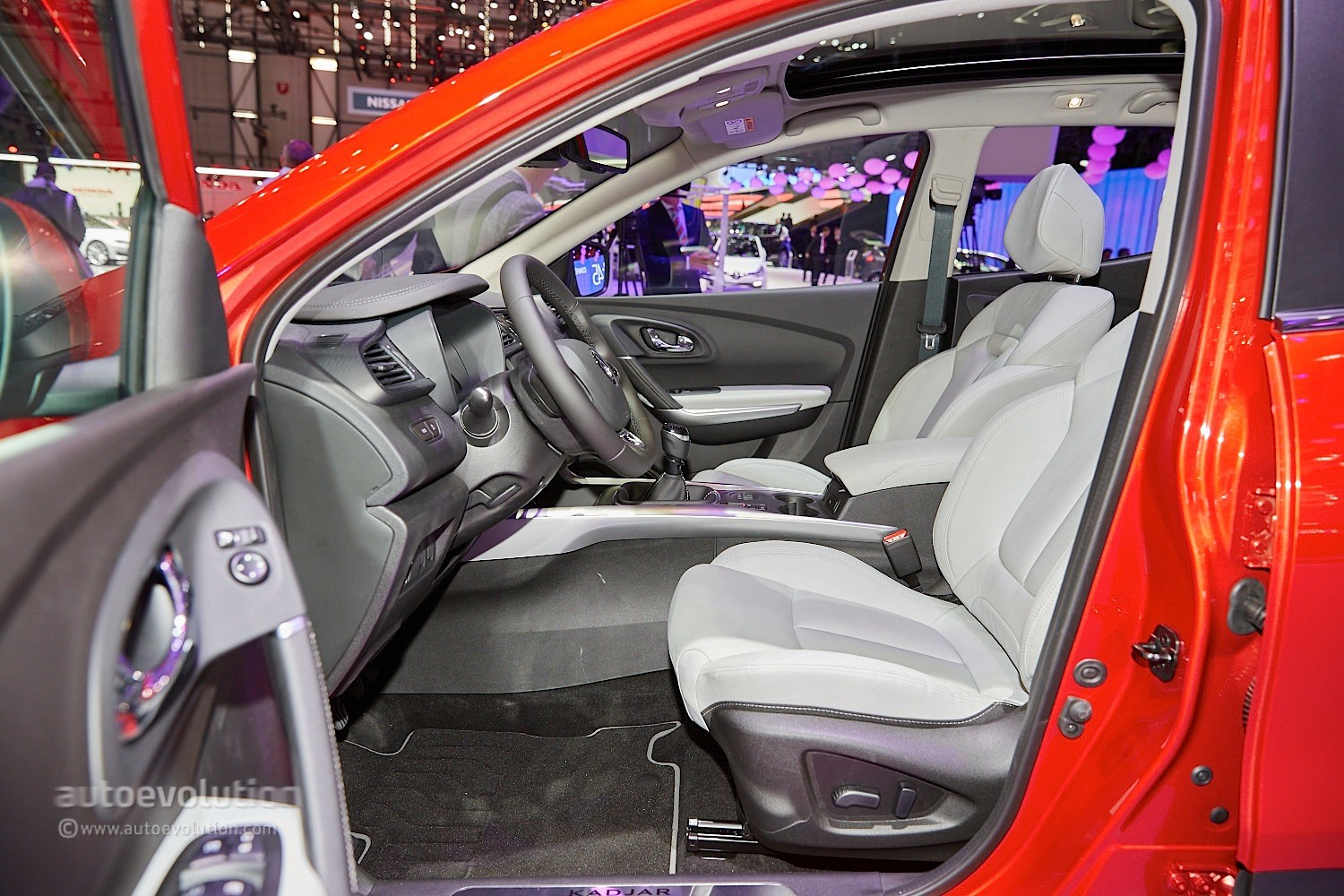 Renault Kadjar Crossover Shows Disappointing Interior at Geneva 2015 - Video, Live Photos ...