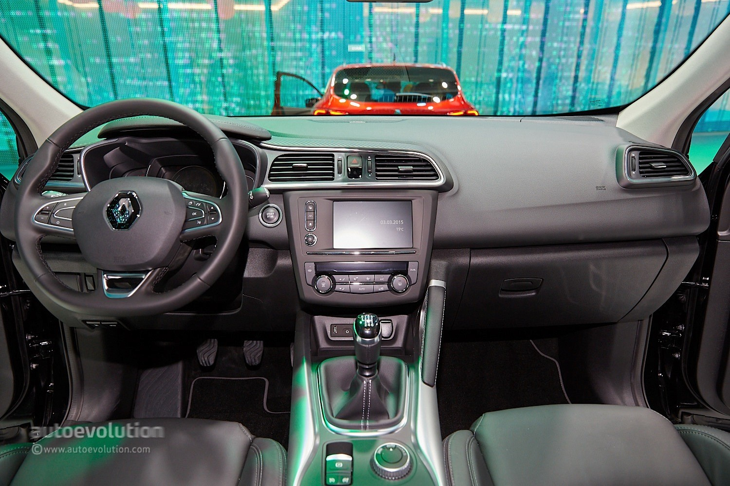 Renault kadjar crossover shows disappointing interior at for Interiores 2016