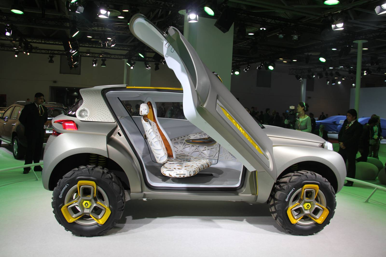 Renault KWID Concept Unveiled in India [Video] [Live ...
