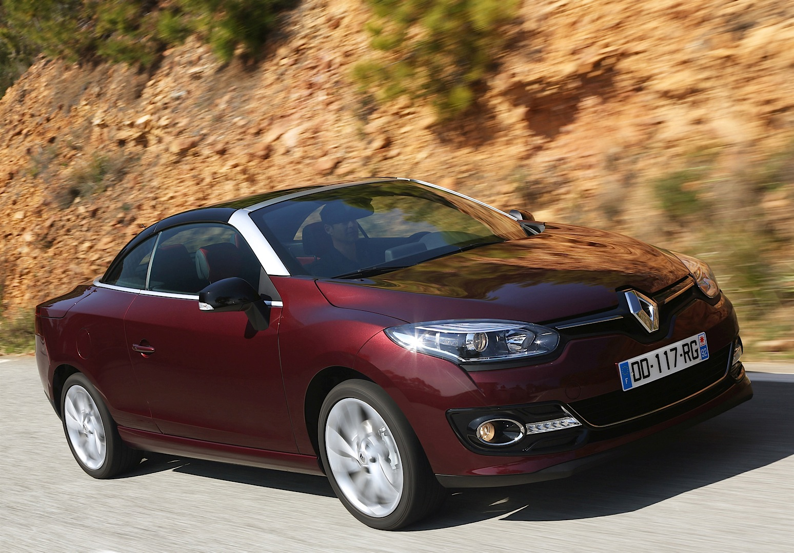 renault launched megane cc facelift and 1 2 turbo with 130 hp autoevolution. Black Bedroom Furniture Sets. Home Design Ideas