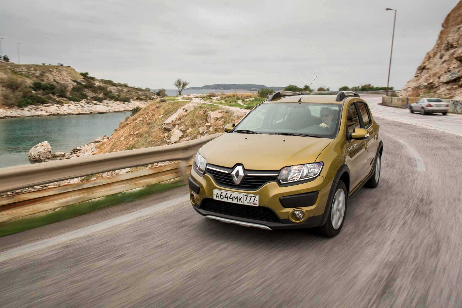 renault launches logan and sandero automatic versions in russia what about dacia autoevolution. Black Bedroom Furniture Sets. Home Design Ideas