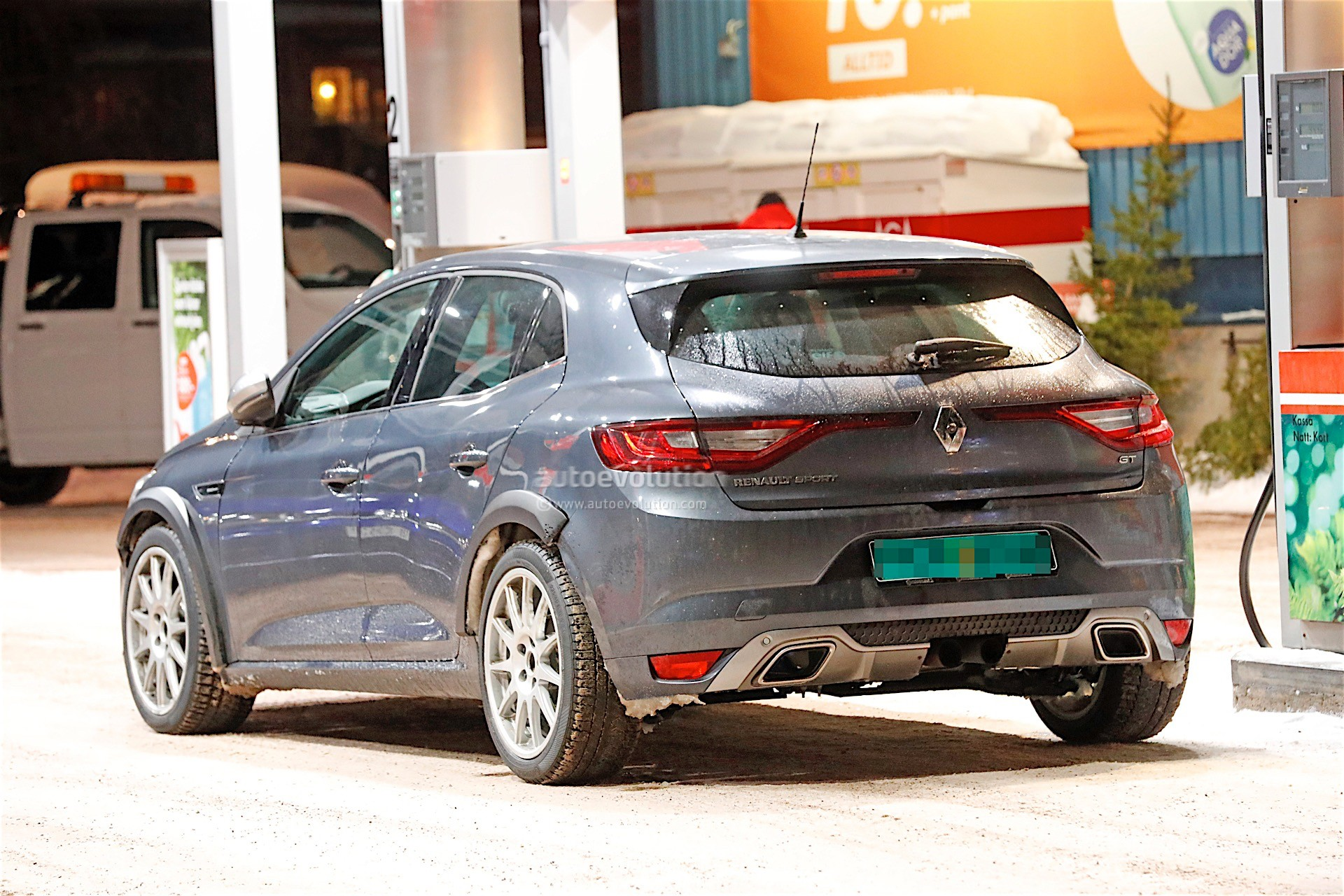 2018 renault megane rs spied next to volkswagen golf r autoevolution. Black Bedroom Furniture Sets. Home Design Ideas