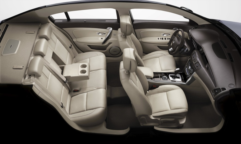 renault premieres latitude in moscow announces local duster megane and fluence autoevolution. Black Bedroom Furniture Sets. Home Design Ideas