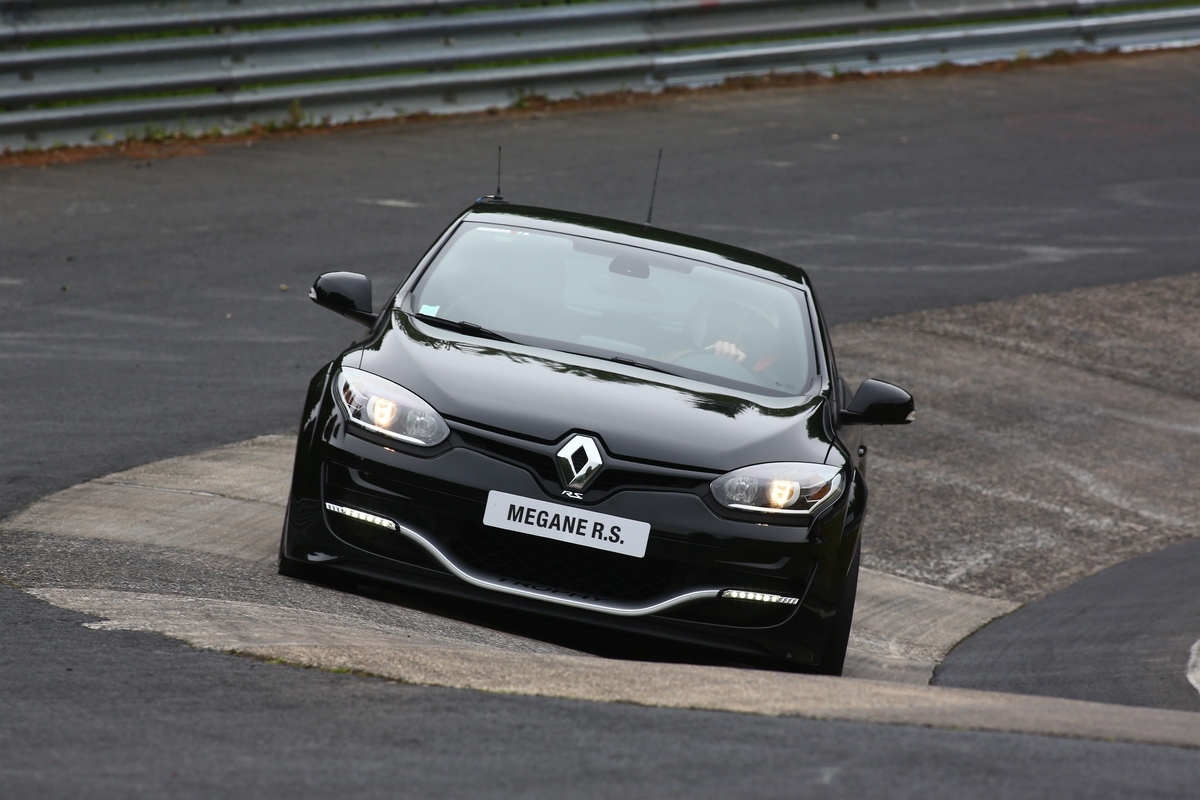 renault releases new megane rs 275 trophy photos and video. Black Bedroom Furniture Sets. Home Design Ideas