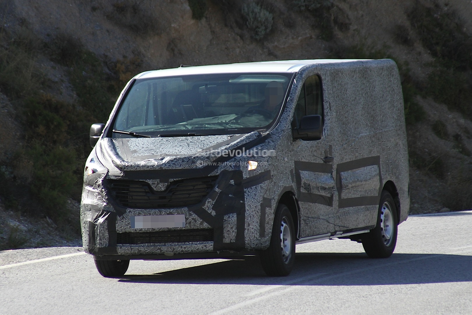 renault releases sketch of new trafic van for 2014