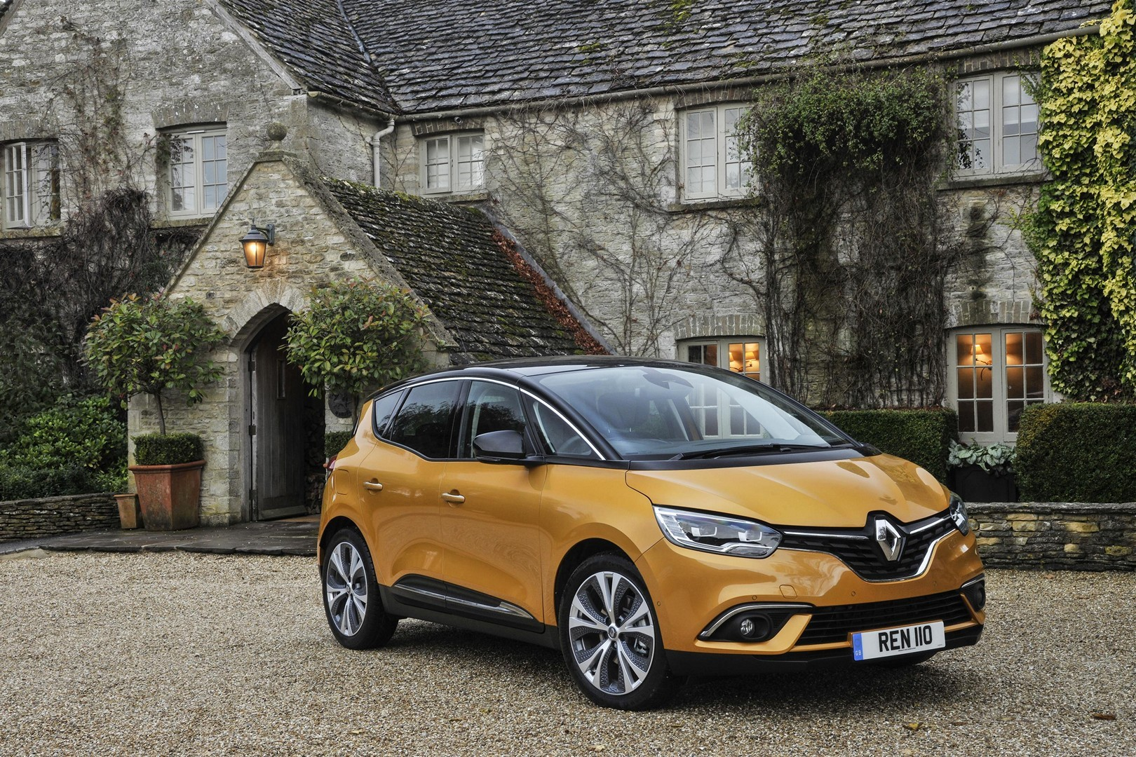 renault scenic and grand scenic get hybrid assist diesel engine autoevolution. Black Bedroom Furniture Sets. Home Design Ideas