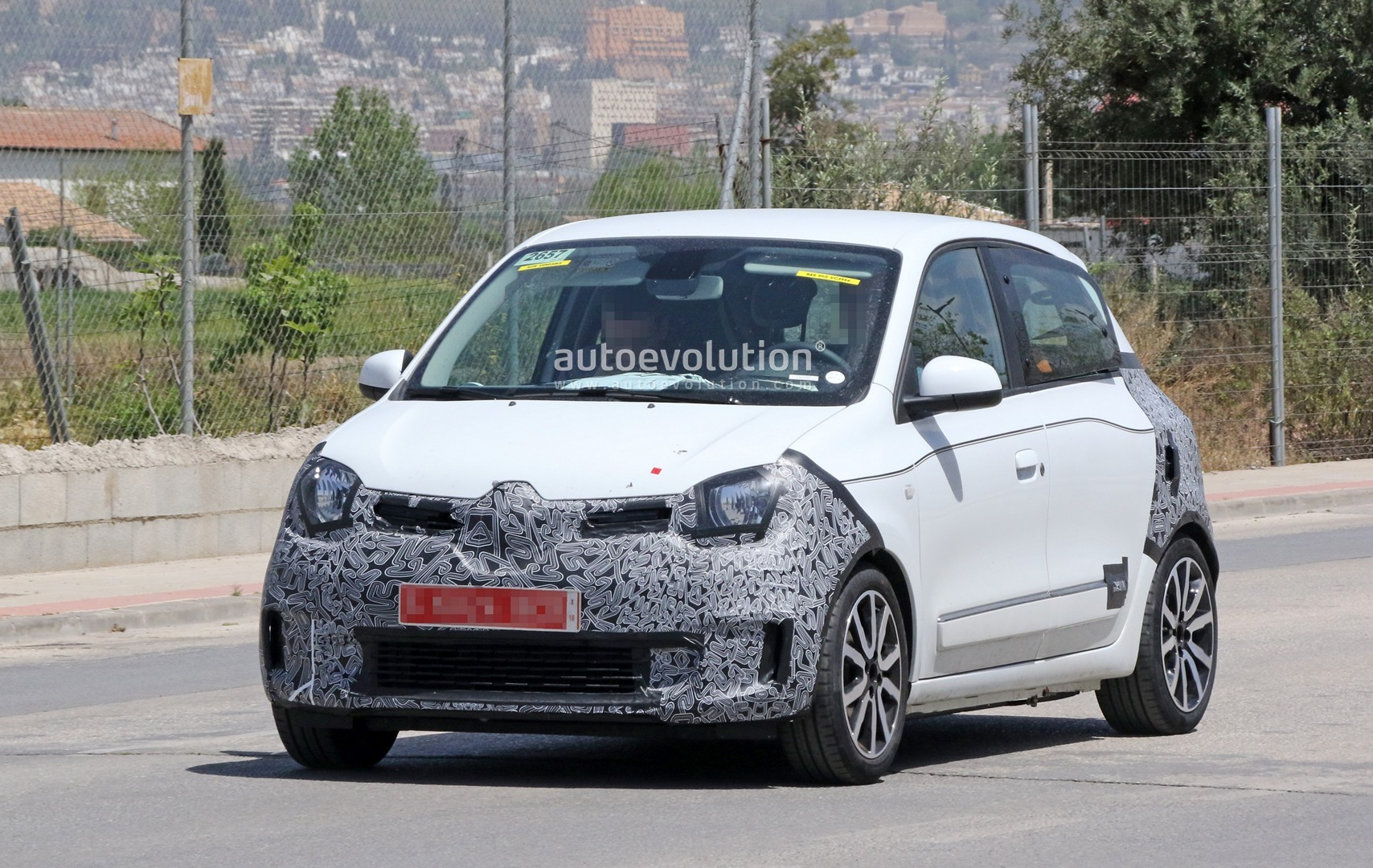 spyshots renault twingo facelift spotted might get a new. Black Bedroom Furniture Sets. Home Design Ideas