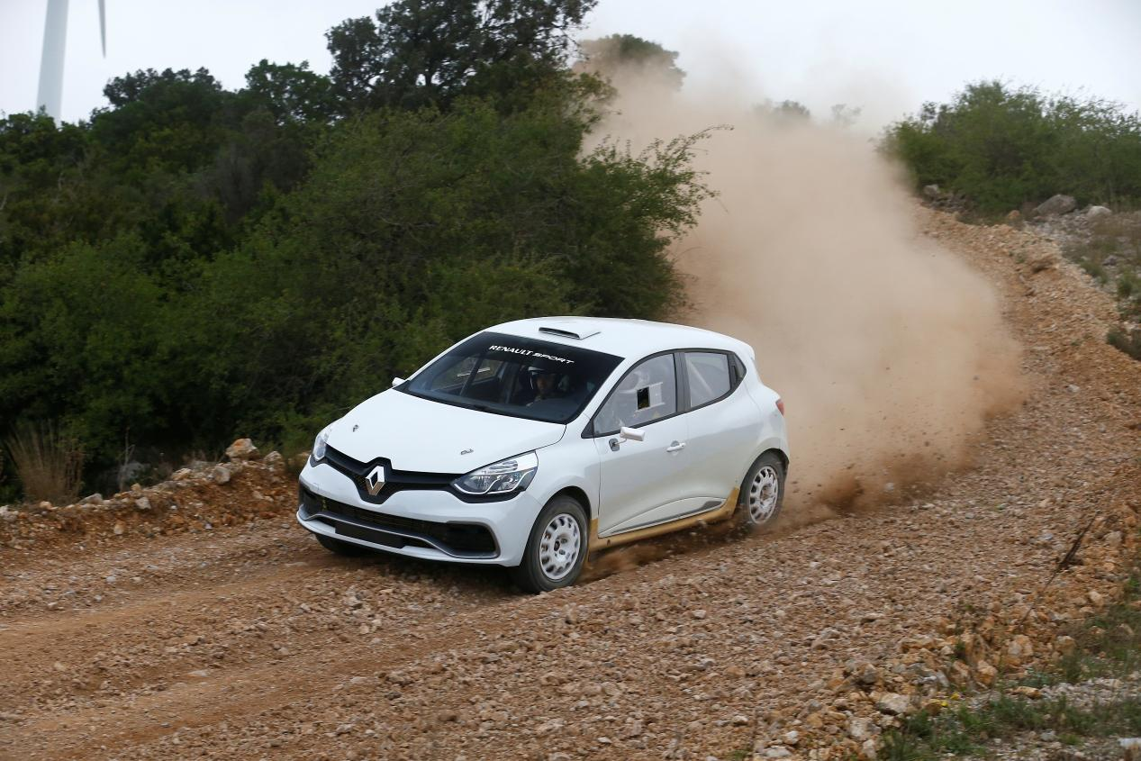 renault unveils clio rs based r3t rally car autoevolution. Black Bedroom Furniture Sets. Home Design Ideas