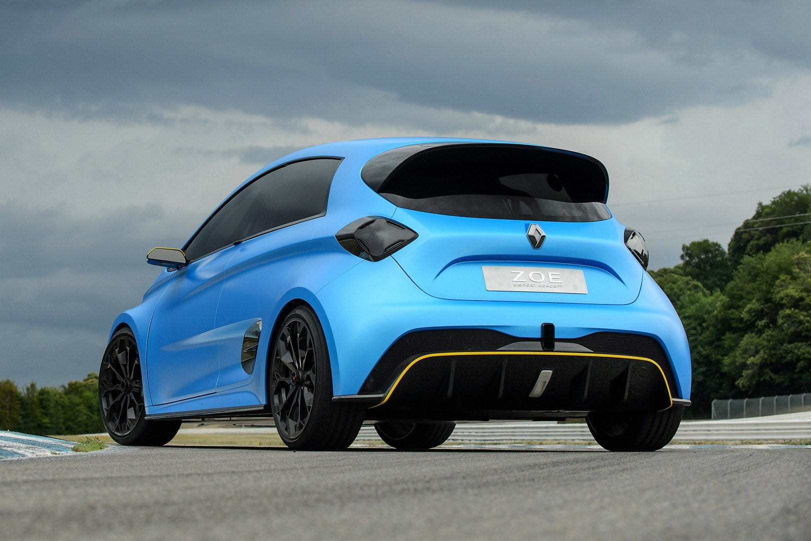 2017 - [Renault] ZOE e-Sport Concept - Page 3 Renault-zoe-e-sport-track-reviews-prove-it-s-not-just-a-concept_6