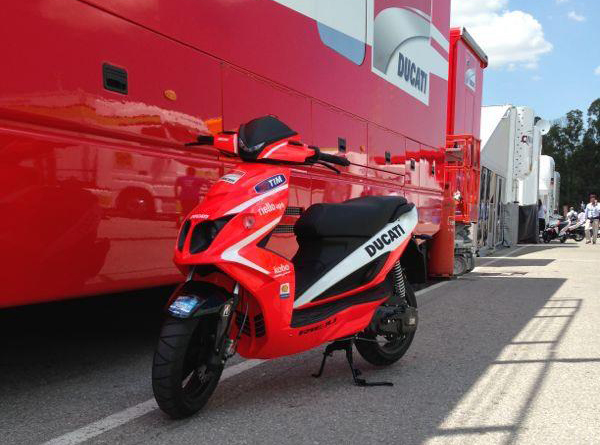 Rieju rs50lc sport is the official motogp ducati scooter autoevolution
