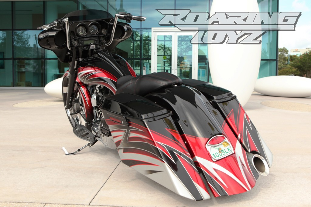 Roaring Toyz Converts Electra Glide Ultra Classic To Streetglide