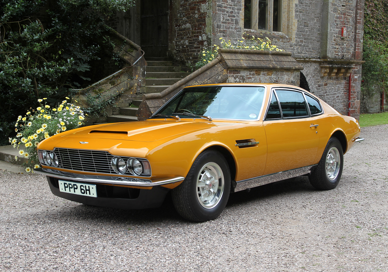 roger moore 39 s aston martin dbs sold for 900k video autoevolution. Black Bedroom Furniture Sets. Home Design Ideas