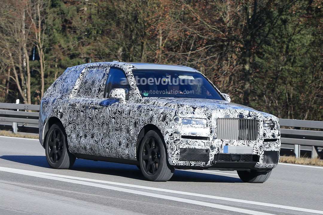2018 rolls royce cullinam is the jacked up phantom every sheik was dreaming of autoevolution. Black Bedroom Furniture Sets. Home Design Ideas
