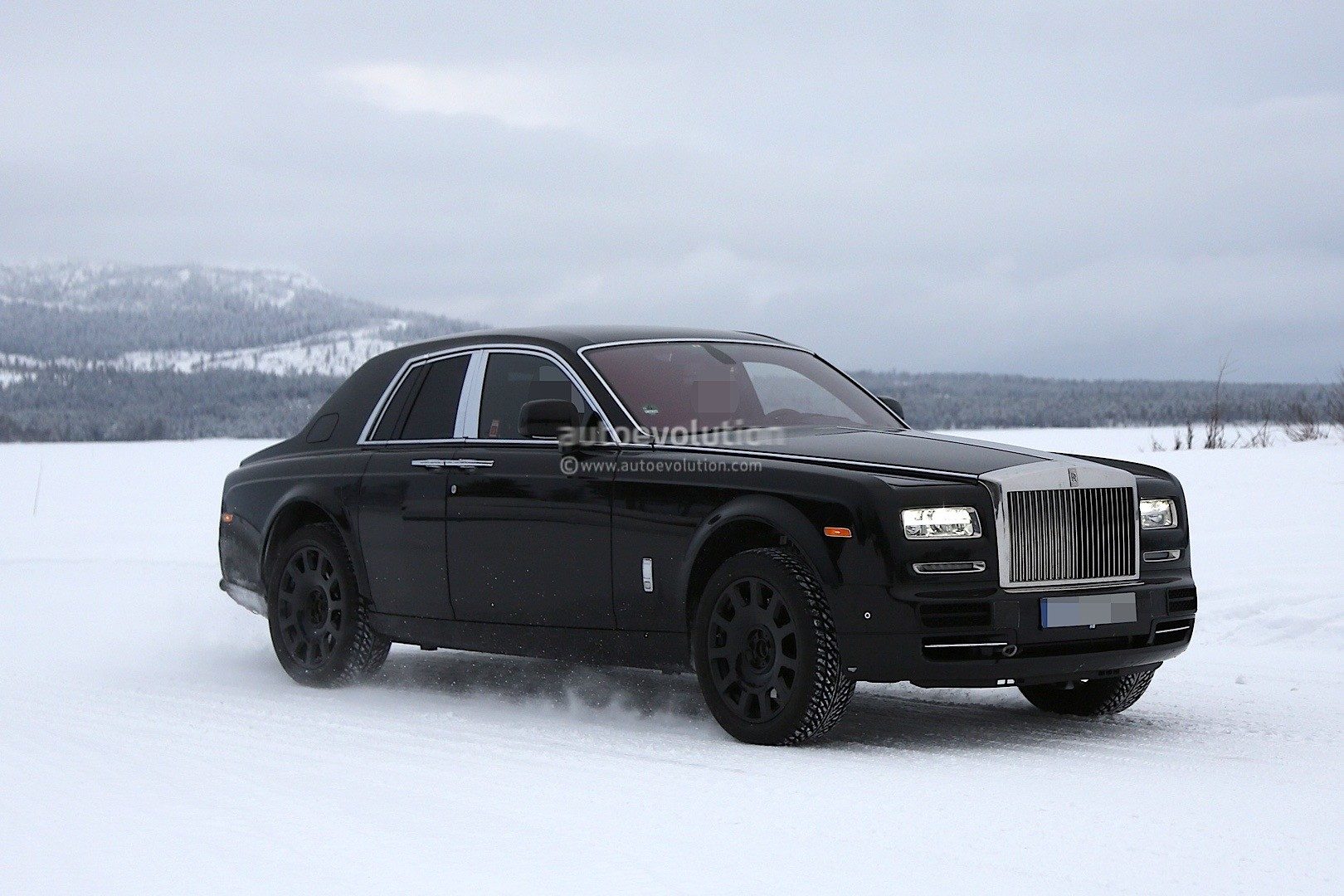 rolls royce cullinan suv previewed by camouflaged prototype with production body autoevolution. Black Bedroom Furniture Sets. Home Design Ideas