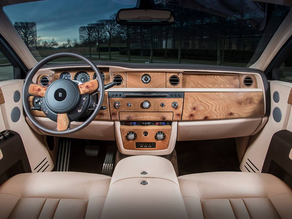 rolls royce 39 s bespoke division shows one off phantom in rose gold autoevolution