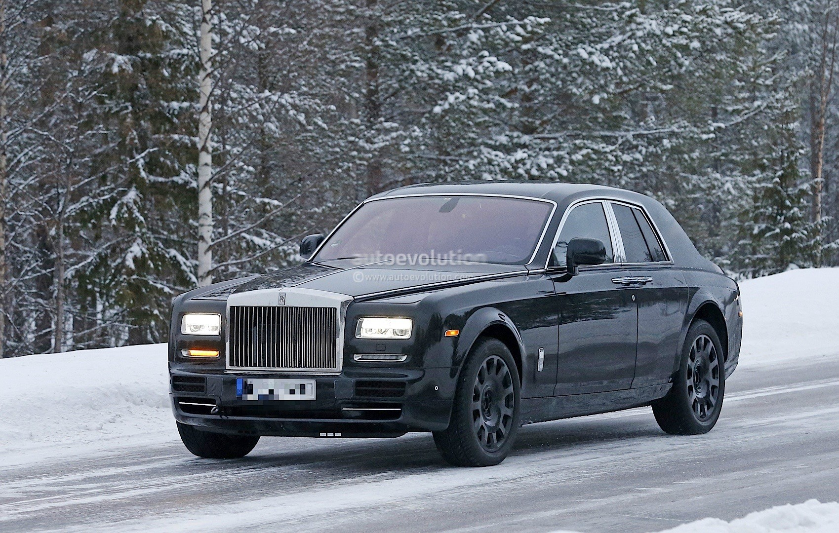 rolls royce suv spied in sweden it s shorter than a phantom series ii autoevolution. Black Bedroom Furniture Sets. Home Design Ideas