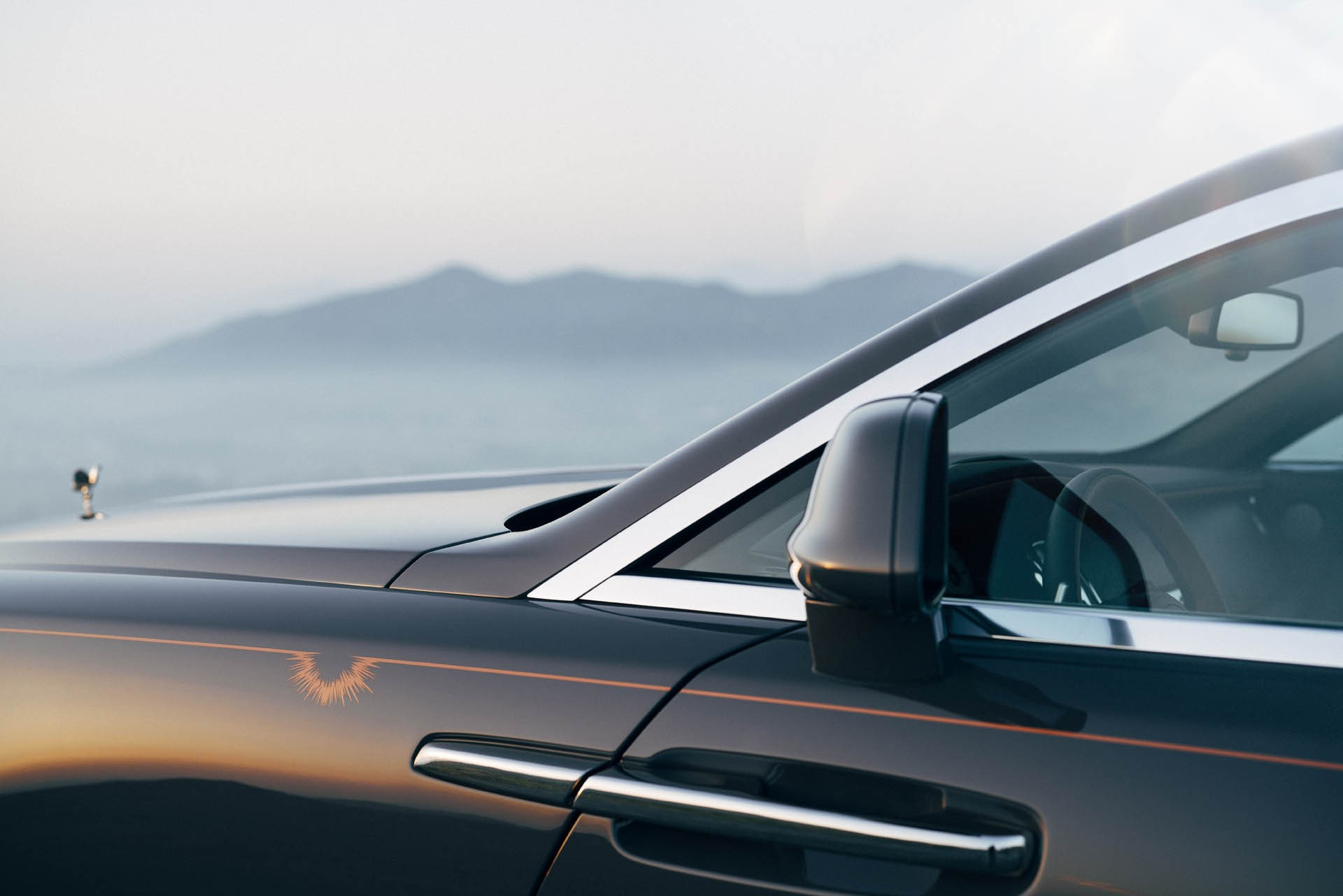 Rolls royce wraith luminary collection introduced with for Space headliner