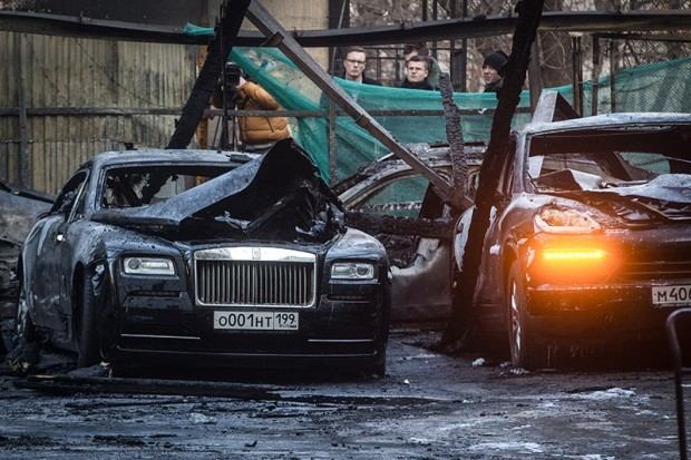 Eight Rolls Of Four Free Fire Wallpaper: Rolls-Royces, Porsches And Others Burn To The Ground In 12